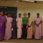 Brigitte in Pallangi mit den Ordensschwestern